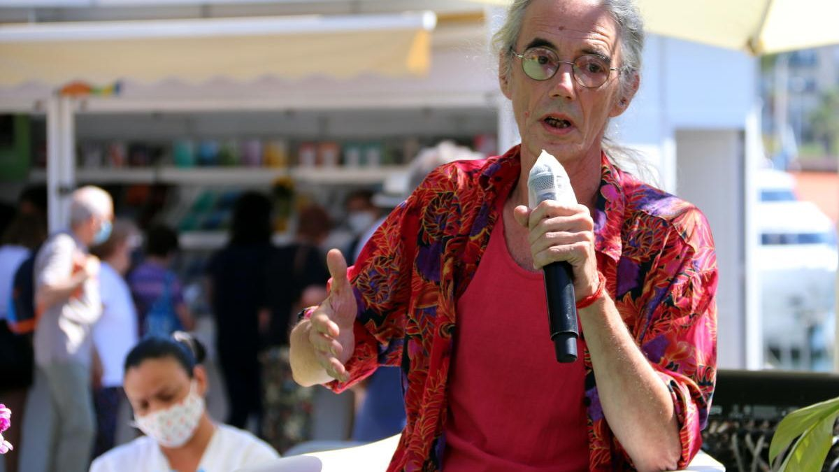 El poeta Enric Casasses
