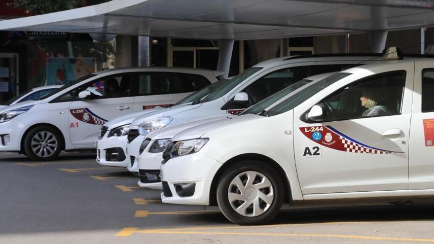Los taxistas de Cartagena piden retirar licencias para compensar el volumen de trabajo