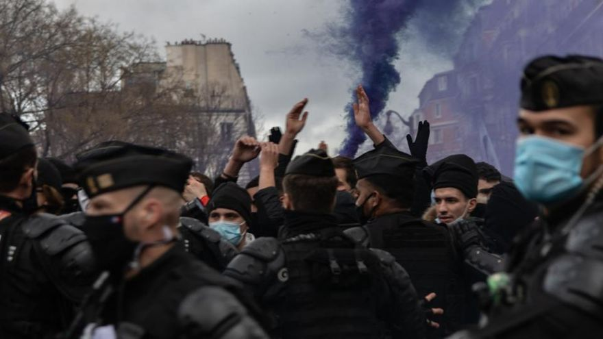 Al menos 35 detenidos en las protestas contra la ley de seguridad nacional francesa