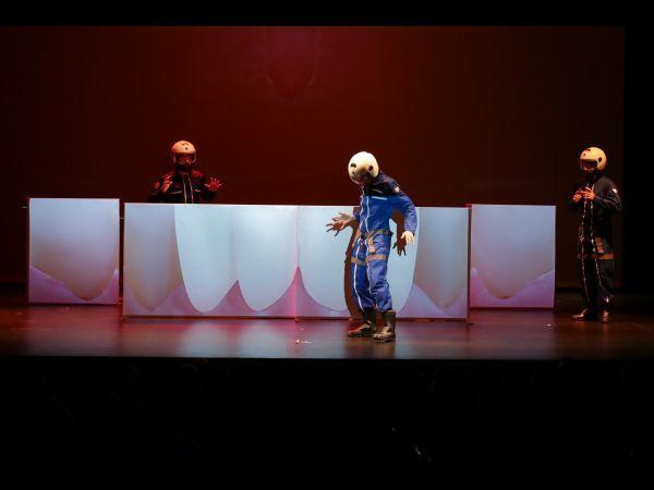 """Representación de la obra """"Viaje al centro del cuerpo humano"""" de Spasmo Teatro"""