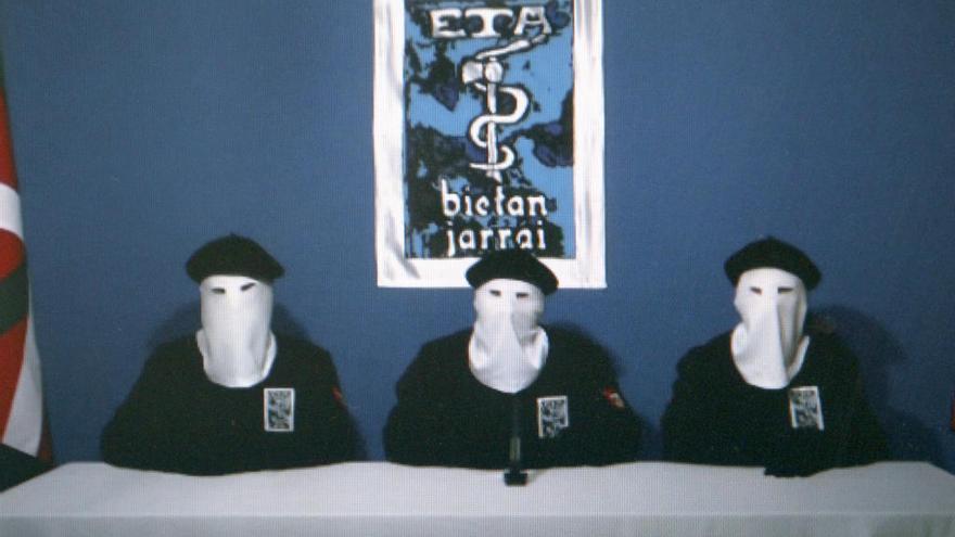 """ETA anuncia un debate interno """"para avanzar"""" tras el desarme"""