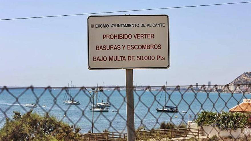 Sanciones de «50.000 pesetas» por tirar escombros en la Almadraba