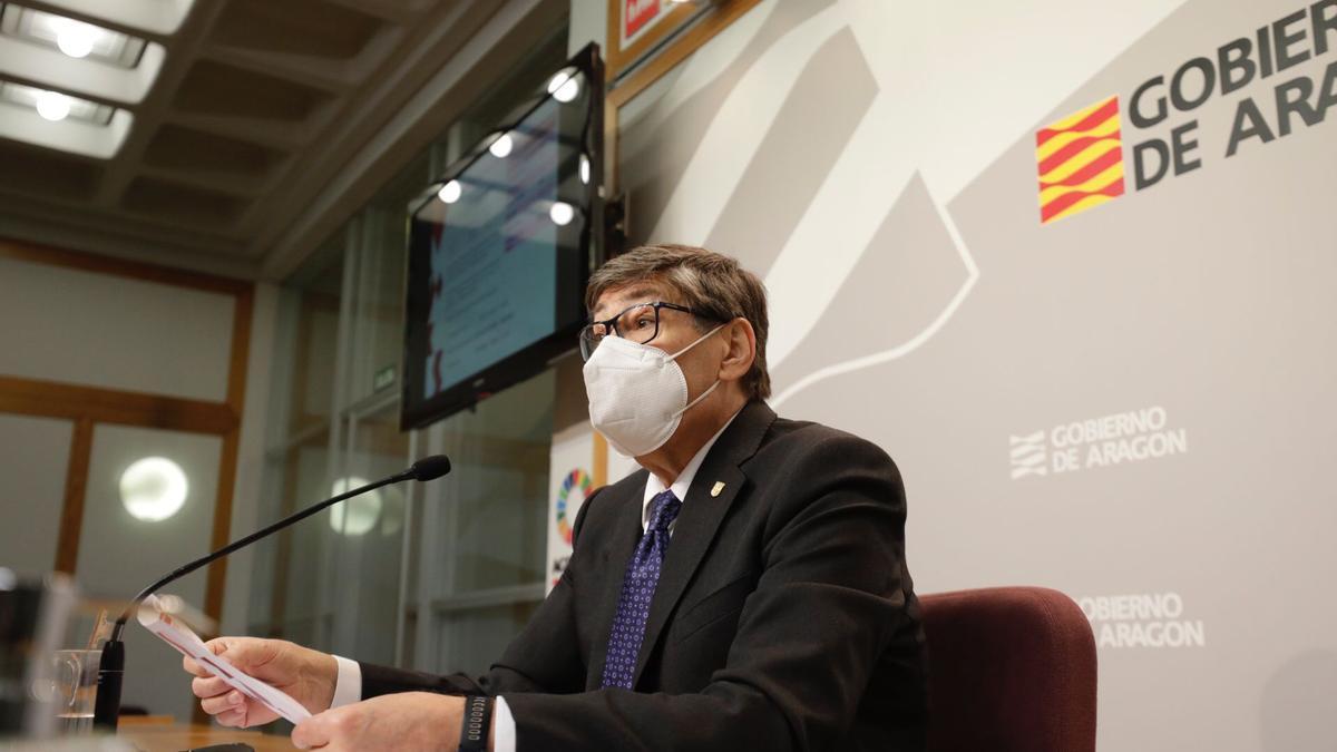 El vicepresidente y consejero de Industria del Gobierno de Aragón, Arturo Aliaga, ha presentado las ayudas a la hostelería.