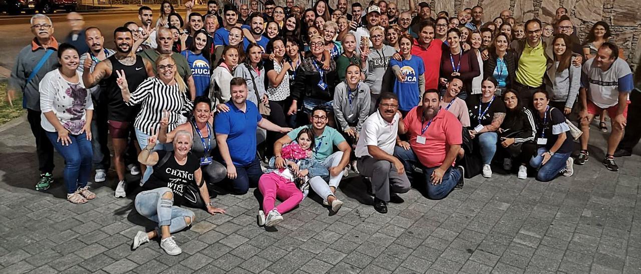 Miembros de Ciuca, con Onalia Bueno en el centro, celebran la victoria en las últimas elecciones.