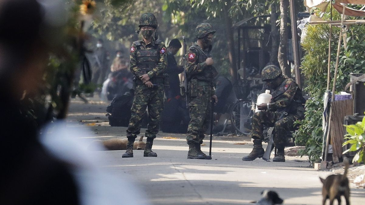 Militares en Birmania.