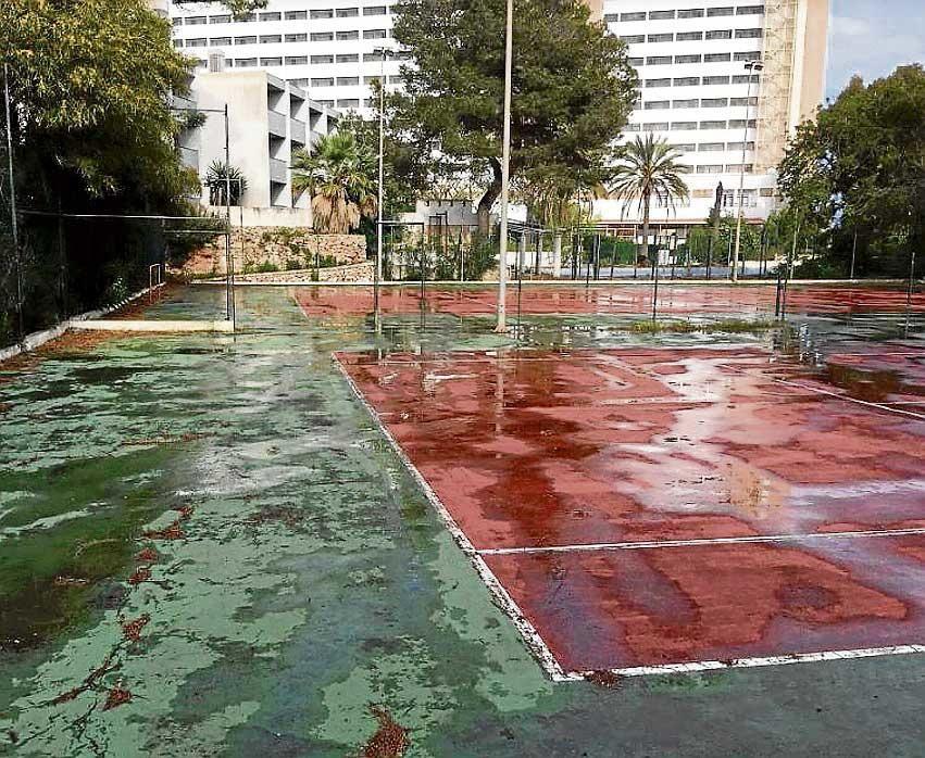 Críticas por el abandono de un espacio municipal en pleno Calas