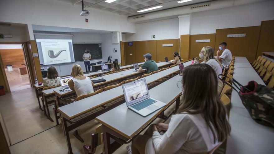 Las universidades de Alicante deciden dar las clases online durante todo el mes de febrero