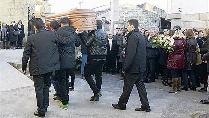 Una multitud despide a los jóvenes fallecidos en Monterrei