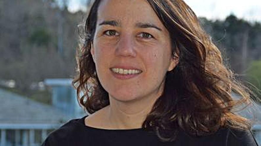 La investigadora Elena Ojea, Premio Muller Científica del IES Val Miñor