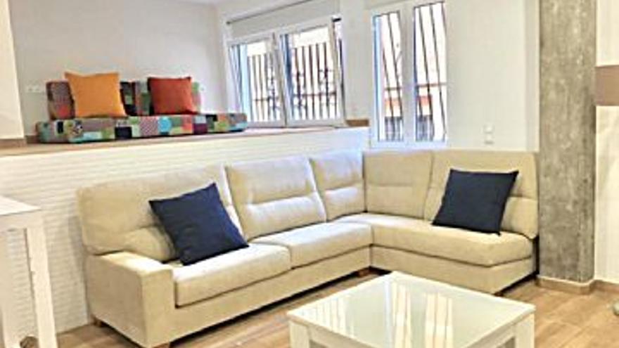 1.700 € Alquiler de piso en Ciutat Vella (Valencia Capital) 90 m2, 4 habitaciones, 2 baños, 19 €/m2...