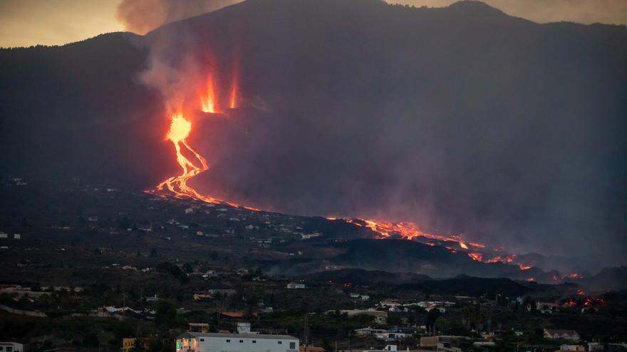 Directo | El volcán entra en fase efusiva, con menos explosiones y una lava hawaiana