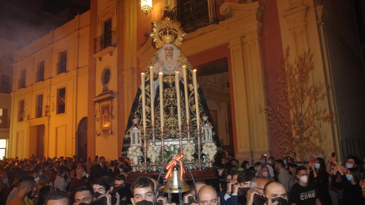 Rosario vespertino de la Virgen del Traspaso y Soledad, de Viñeros.