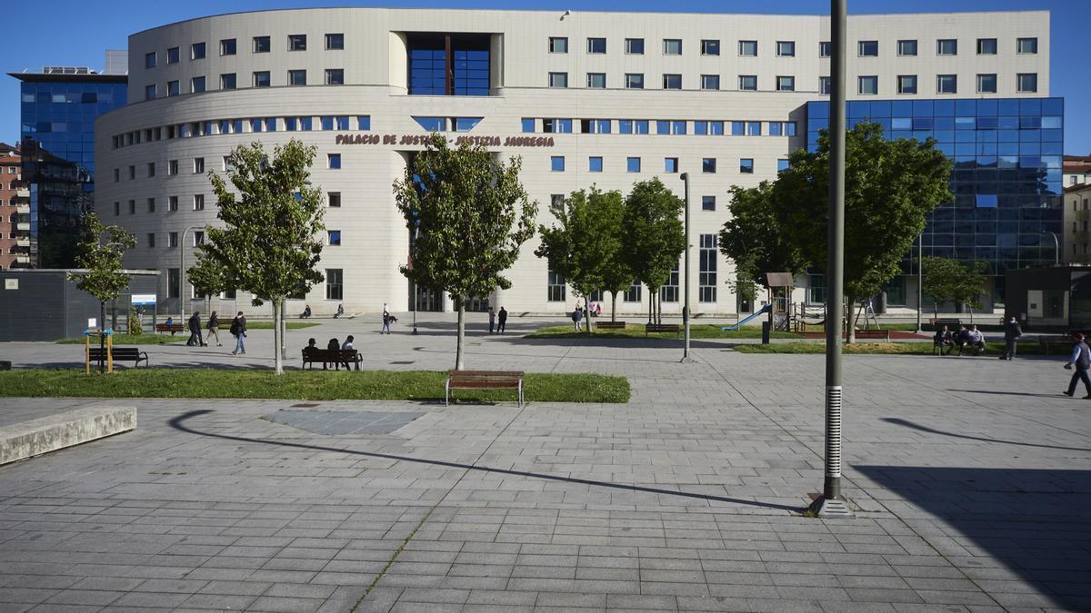 Fachada del Palacio de Justicia de Pamplona.