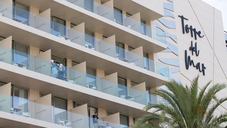 Los amigos de la joven presuntamente lanzada al vacío por su novio en Ibiza descartan un suicidio