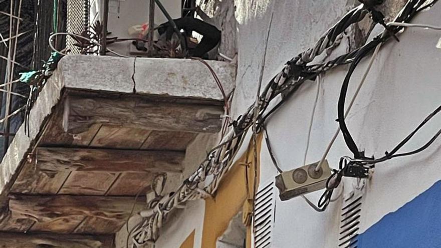 Electricistas de Ibiza no certifican ilegalidades en sa Penya por miedo a las represalias