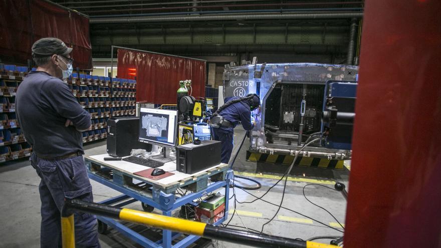Cuenta atrás para el inicio de la fabricación de los 8x8 en Trubia: Los ingenieros de Santa Bárbara se forman en Suiza