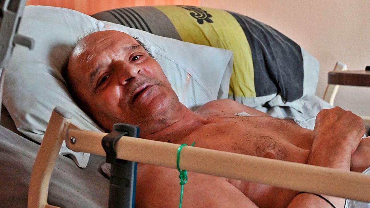 El francés Alain Cocq, en la cama en la que está postrado. | Agencias