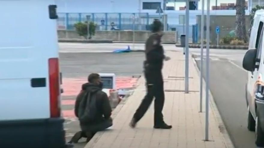Decenas de migrantes intentan salir de Gran Canaria escondidos en contenedores y camiones