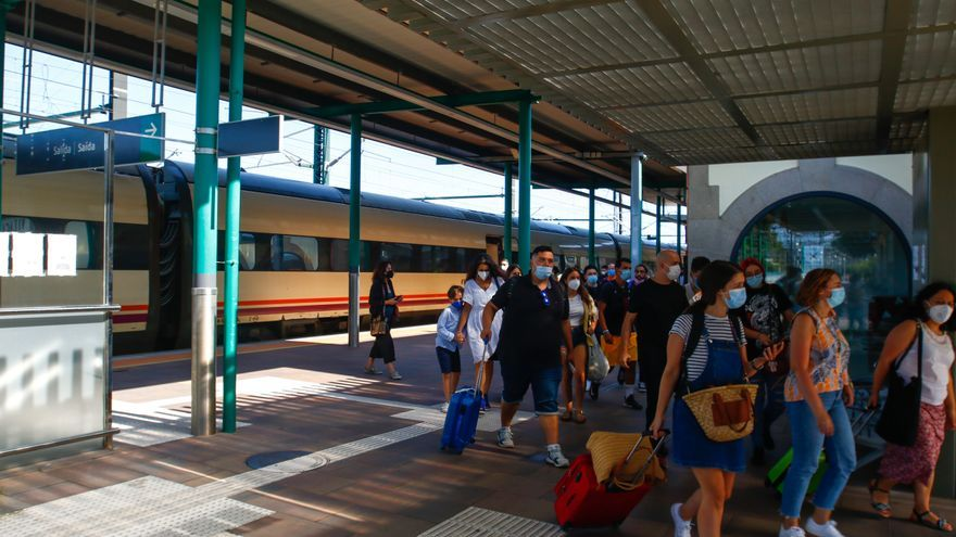 La rehabilitación completa de los servicios ferroviarios de Vilagarcía llega al Congreso de la mano de Podemos