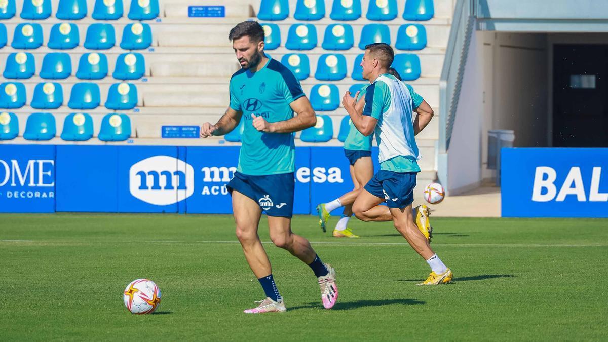 Luca Ferrone en un entrenamiento con el Atlético Baleares