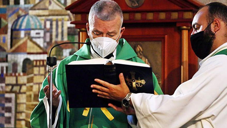 Santiago Agrelo oficia las misas del novenario