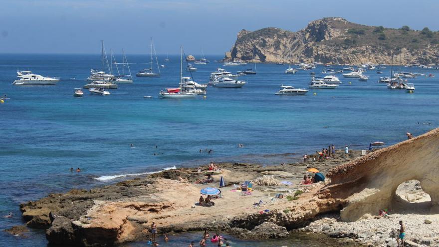 Xàbia pide las competencias para multar por arrojar el ancla sobre la posidonia