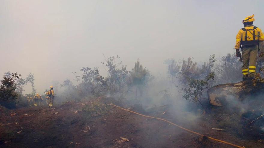 El calor atiza los incendios forestales en Galicia