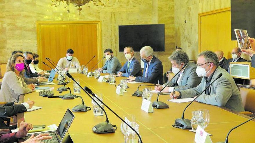 """Ence """"escuchará"""" alternativas de ubicación y la Xunta exige financiación con fondos europeos"""