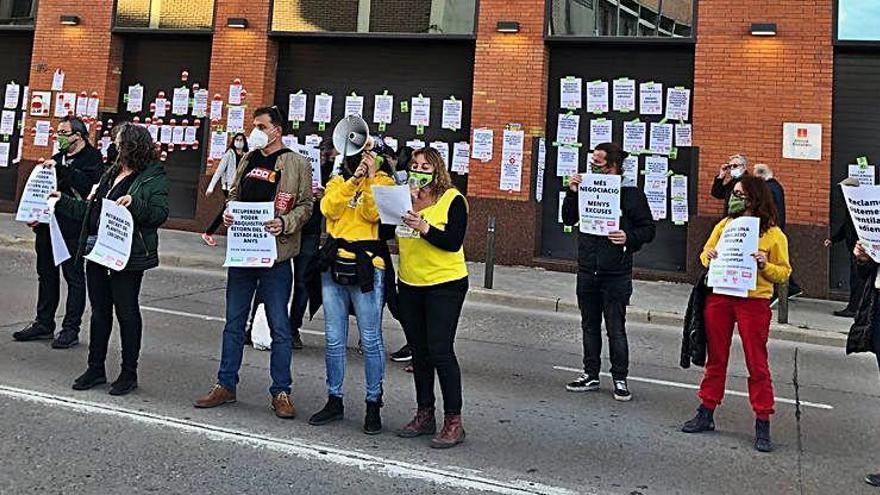 Sindicats d'ensenyament protesten a Manresa contra les retallades