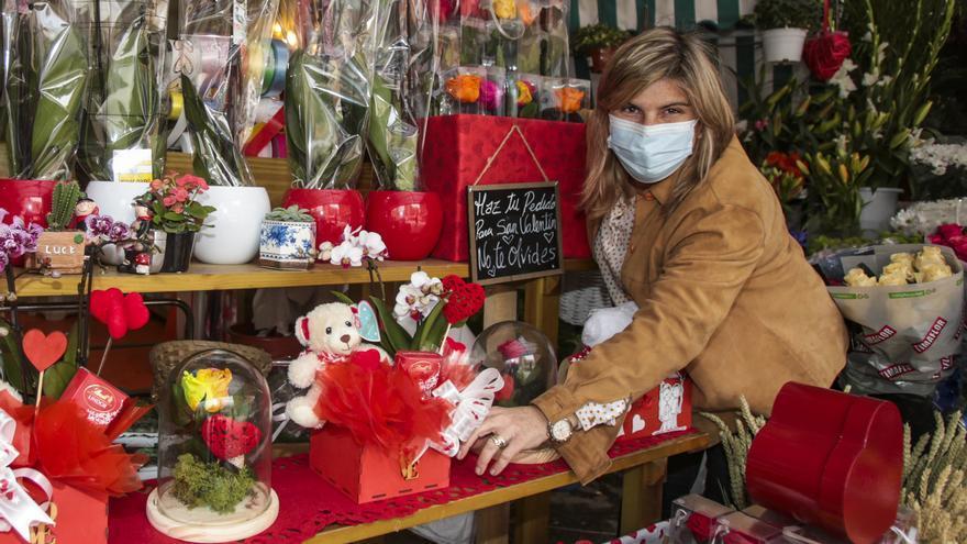 Apertura extraordinaria de los puestos de flores del Mercado Central de Alicante el domingo por San Valentín