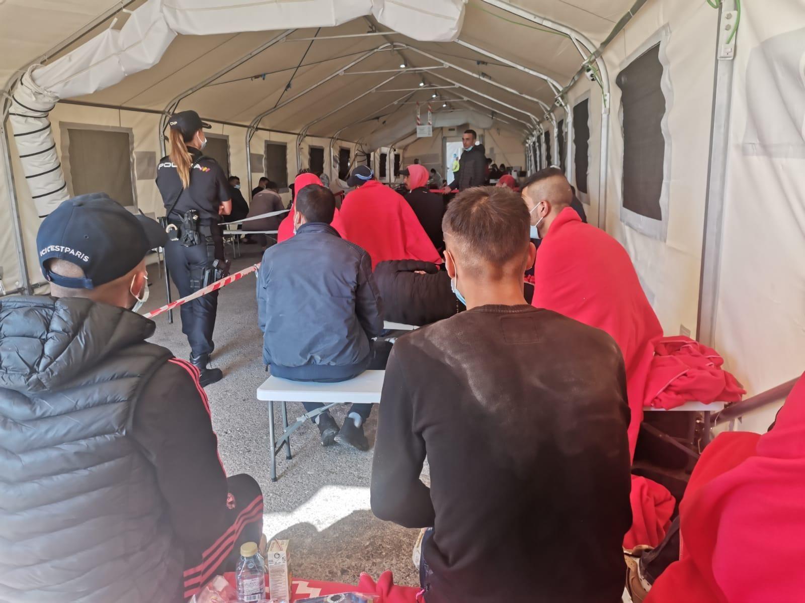 Llegan cinco pateras con 77 personas a la provincia de Alicante en menos de 24 horas