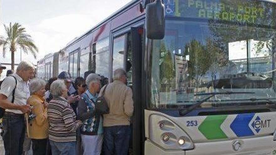 Sin fecha para que los pitiusos dejen de pagar como turistas el bus del aeropuerto de Palma