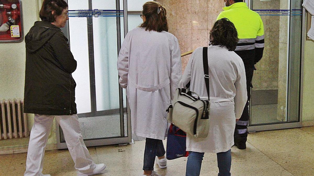 Enfermeras en un centro de salud de Ourense.     // IÑAKI OSORIO