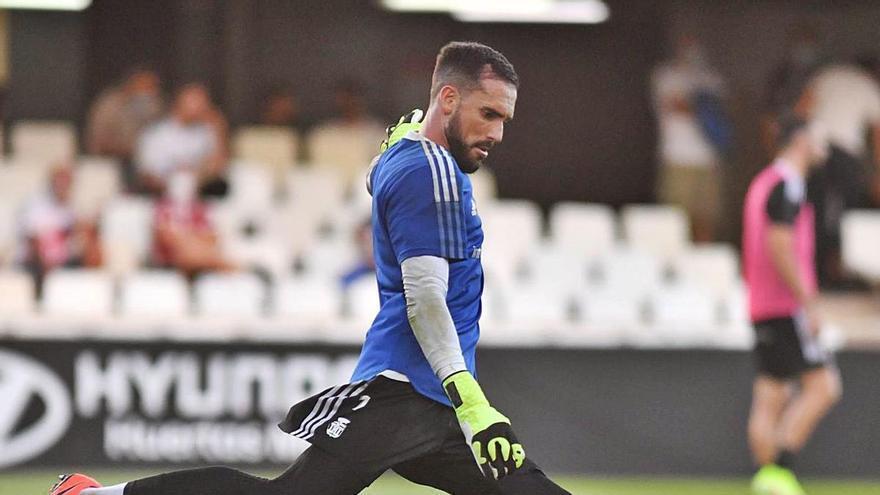 Marc Martínez sostiene al  FC Cartagena