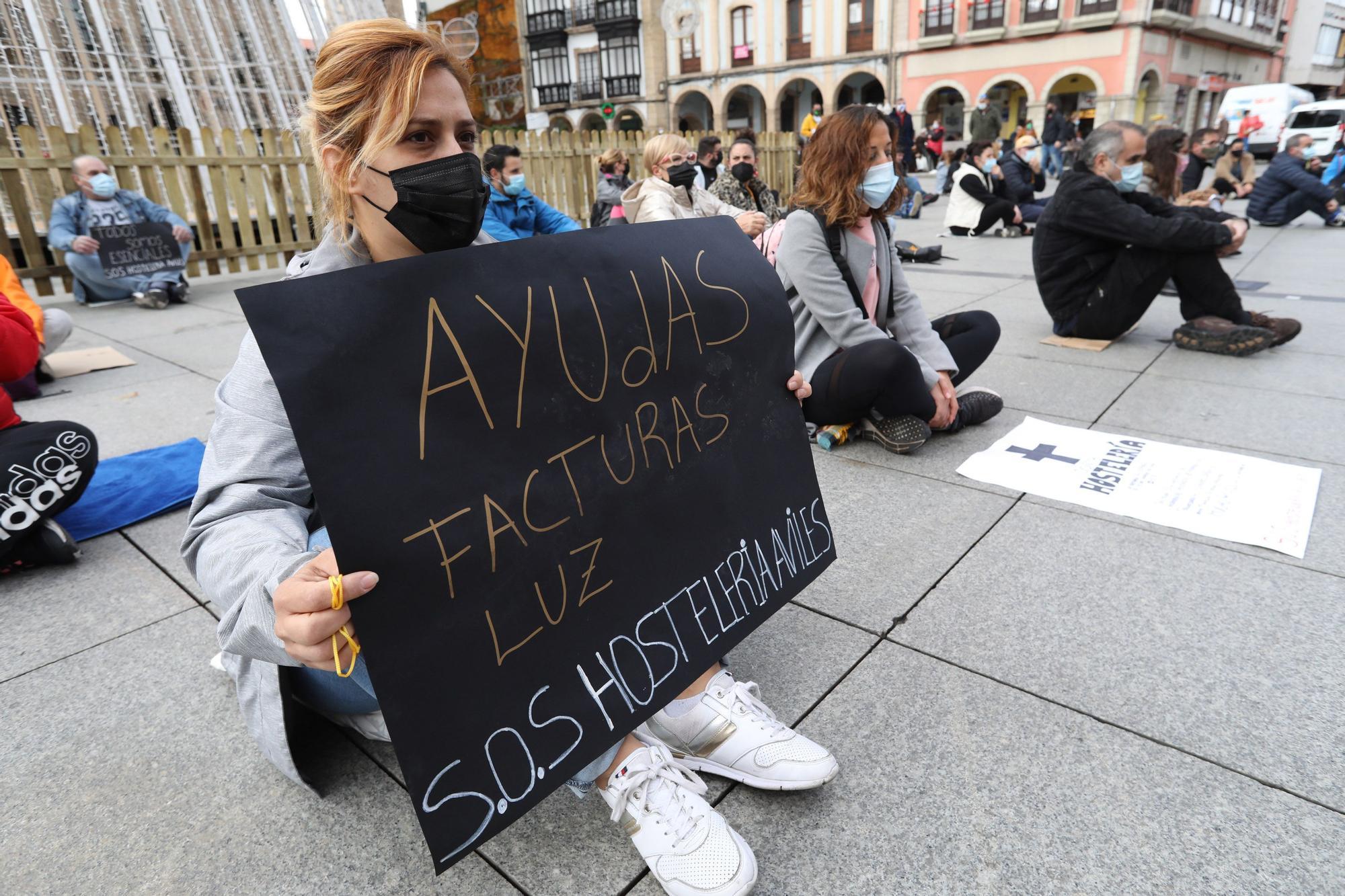 Los hosteleros de Avilés, de nuevo en la calle.