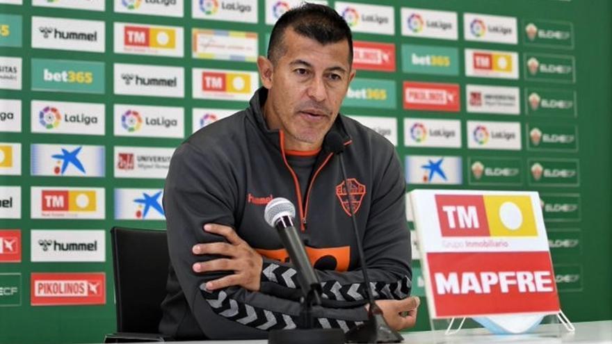 Almirón: «El Betis es el rival más difícil al que nos hemos enfrentado hasta ahora»