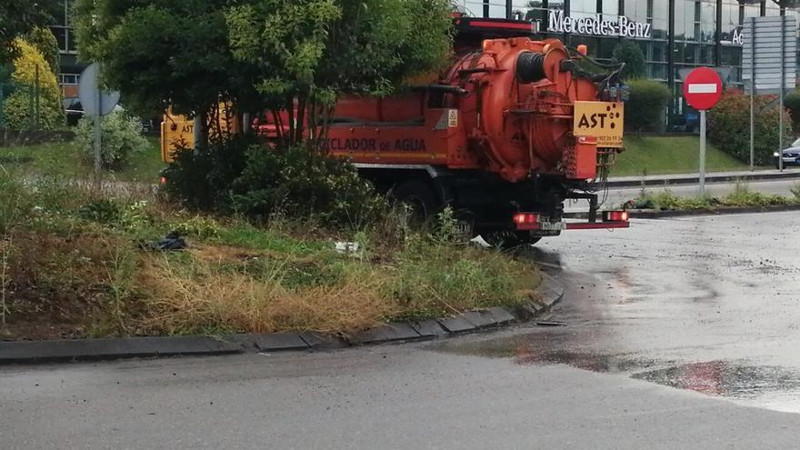El concejo recuenta los daños de la tormenta que se cebó en la zona de Parque Principado