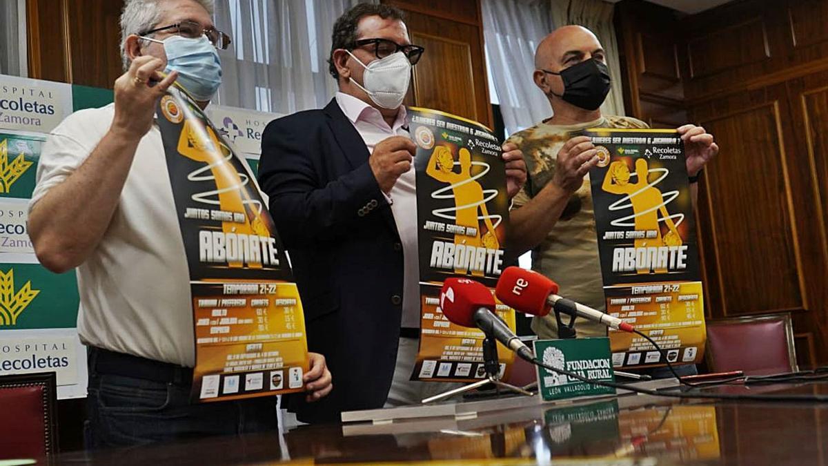 Nacho Teruelo, Narciso Prieto y Antonio Sahagún presentan la campaña de abonados del CD Zamarat.