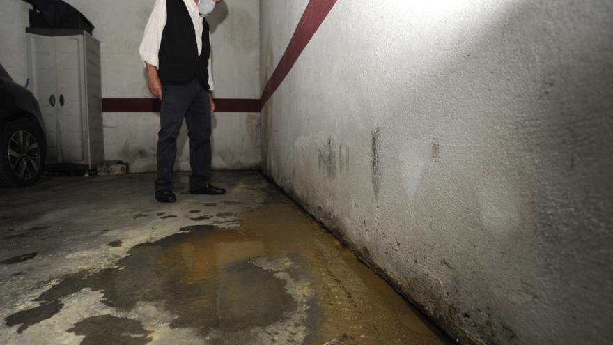 Vecinos de Otero Pedrayo denuncian daños en su edificio por filtraciones de otro deshabitado