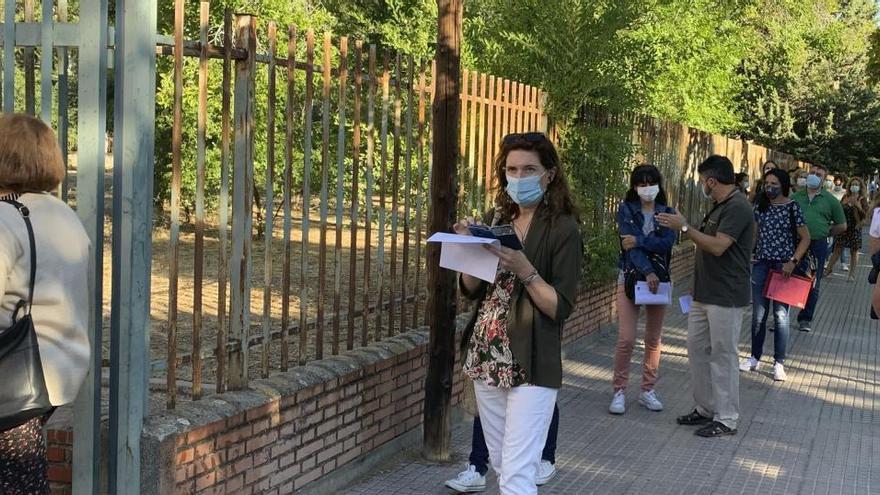 Las pruebas serológicas a profesores dejan quejas y largas colas en Leganés