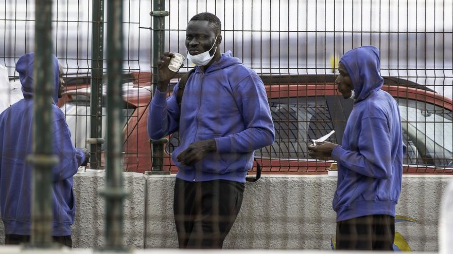 Rescatados 34 migrantes en una lancha neumática cerca de Fuerteventura