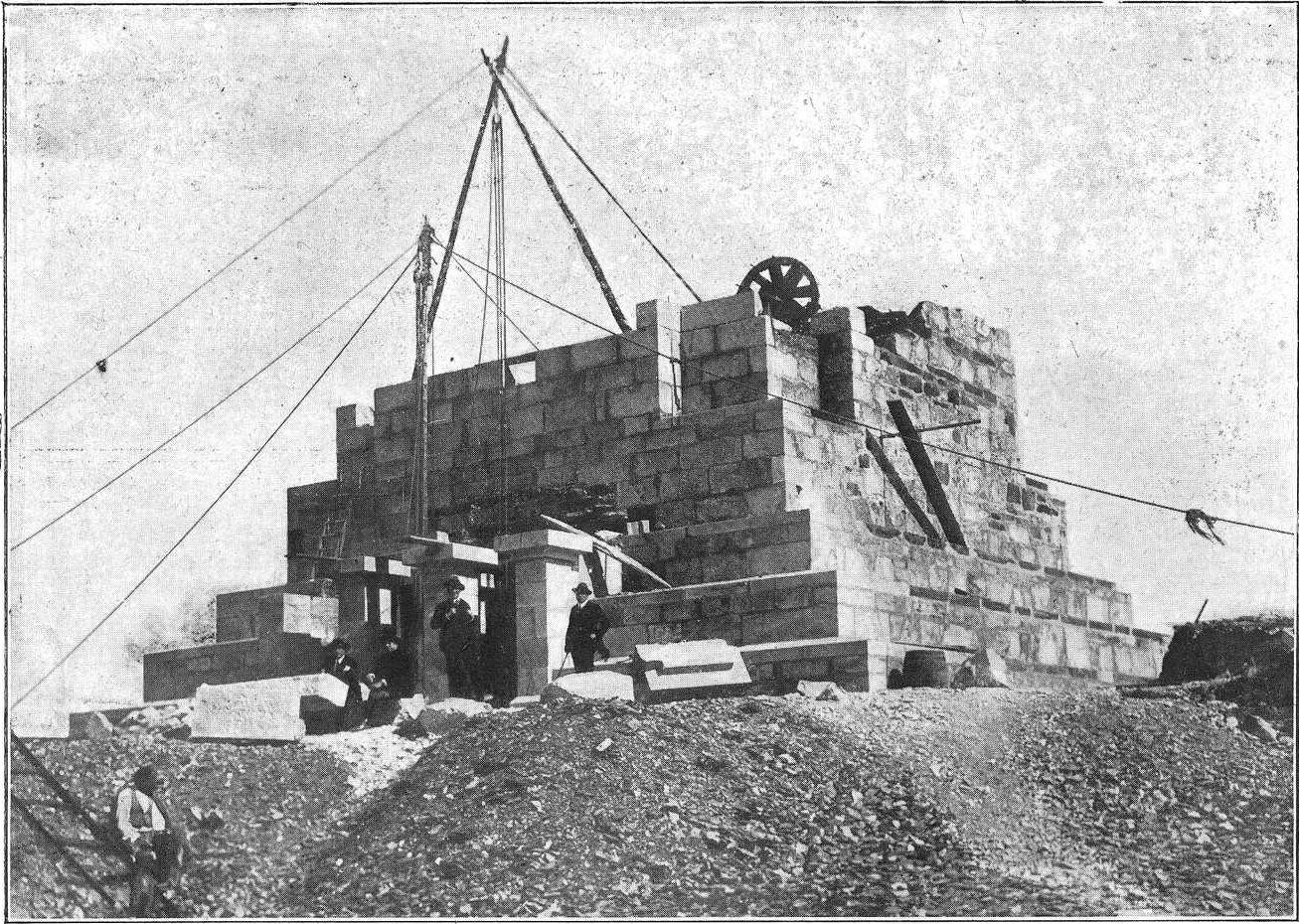 Imagen de la construcción del edificio, publicada en mayo de 1925 en la revista 'Vida Gallega'