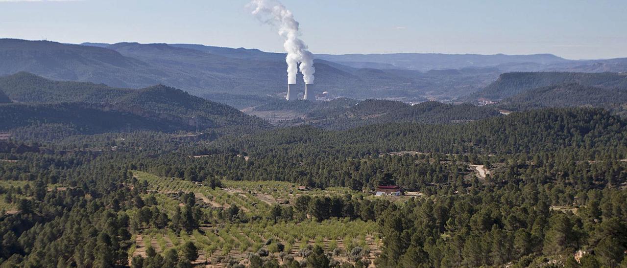 La nueva planta de Ayora y Zarra está ubicada cerca de la nuclear para aprovechar la red de evacuación. | FERNANDO BUSTAMANTE