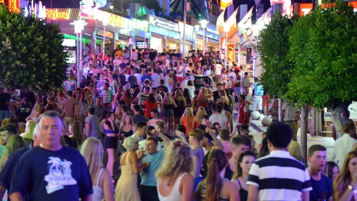 La calle Punta Ballena, donde proliferan los bares musicales.