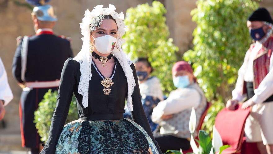 Las candidatas a Bellea del Foc conquistan el castillo de Santa Bárbara