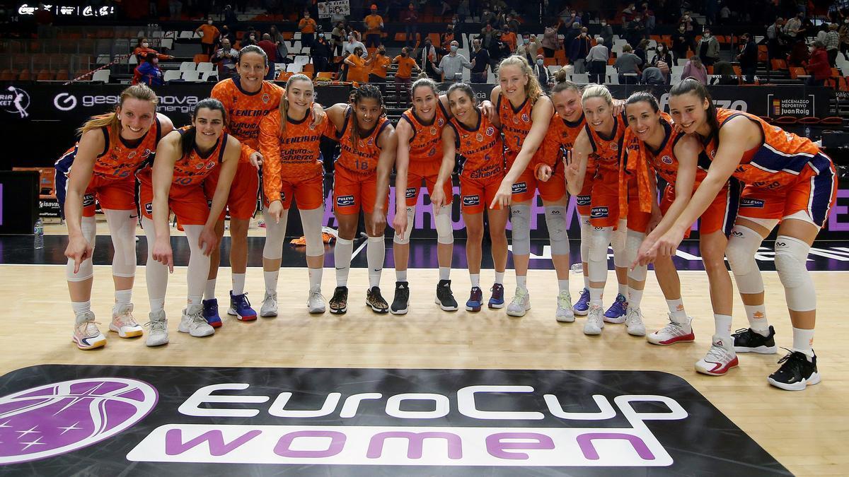 Las jugadoras del Valencia Basket celebran su pase a la Final Four.