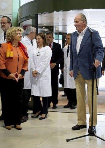 EL REY ALABA LA SANIDAD PÚBLICA EN ESPAÑA AL ABANDONAR EL HOSPITAL CLÍNIC