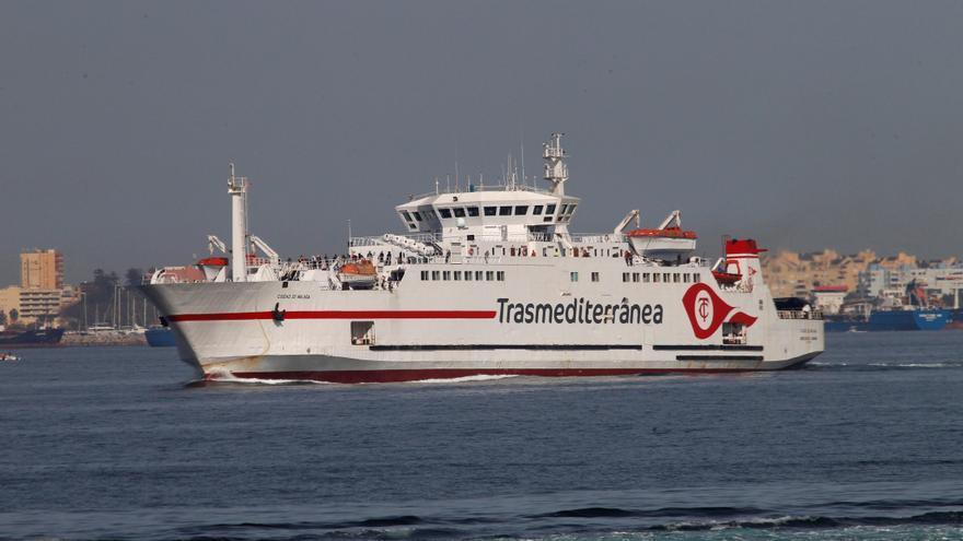 Un ferry transporta a otros 735 viajeros de Tánger a Algeciras