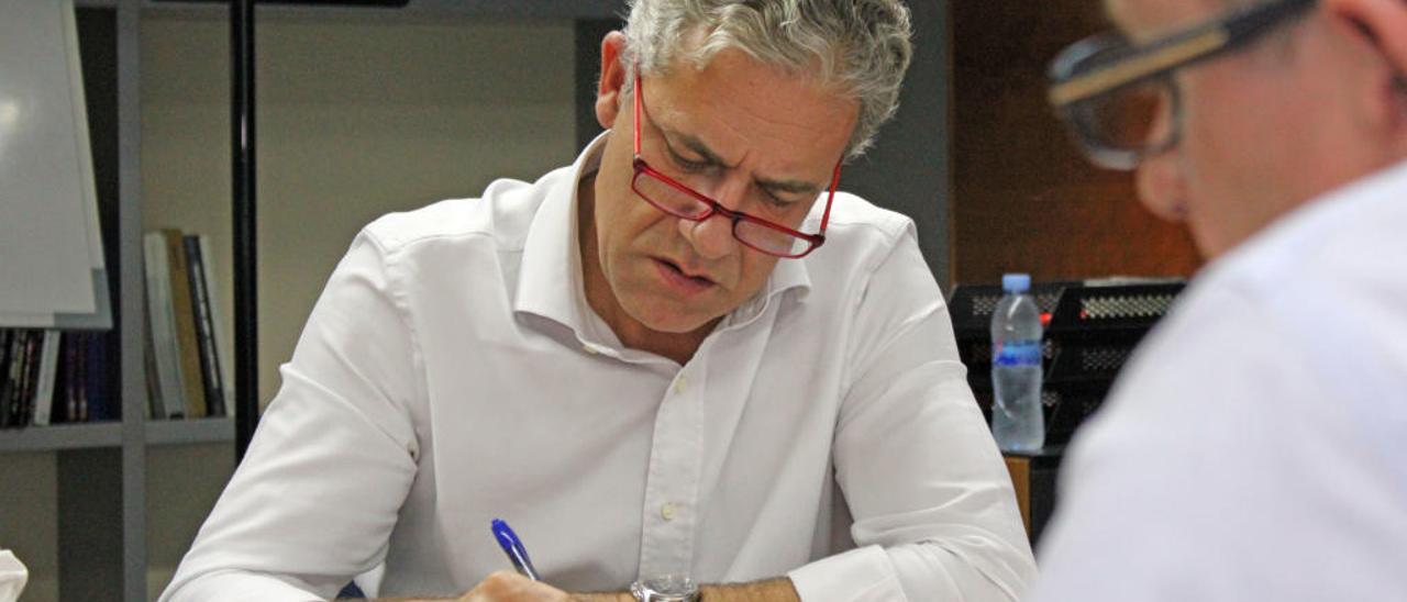 Pedro Viguer, trabajando.