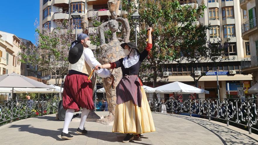 Inca celebra el Dijous Gros entre bailes y esculturas